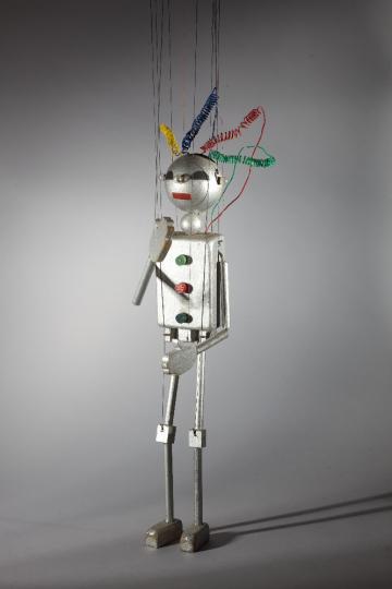Le robot, marionnette pour Le Premier Voyage dans la Lune par les Comédiens de bois de Jacques Chesnais. photo : Christophe Loiseau / IIM
